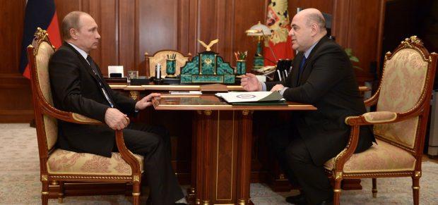 Az adóhatóság vezetői székéből a miniszterelnöki székbe