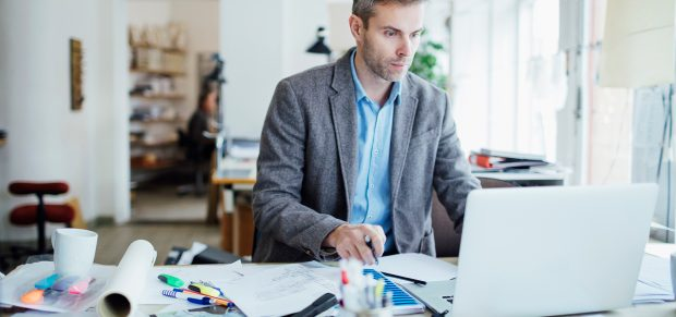 Digitalizáció és kiszervezés lehet hosszabb távon a cégek jogi osztályainak osztályrésze